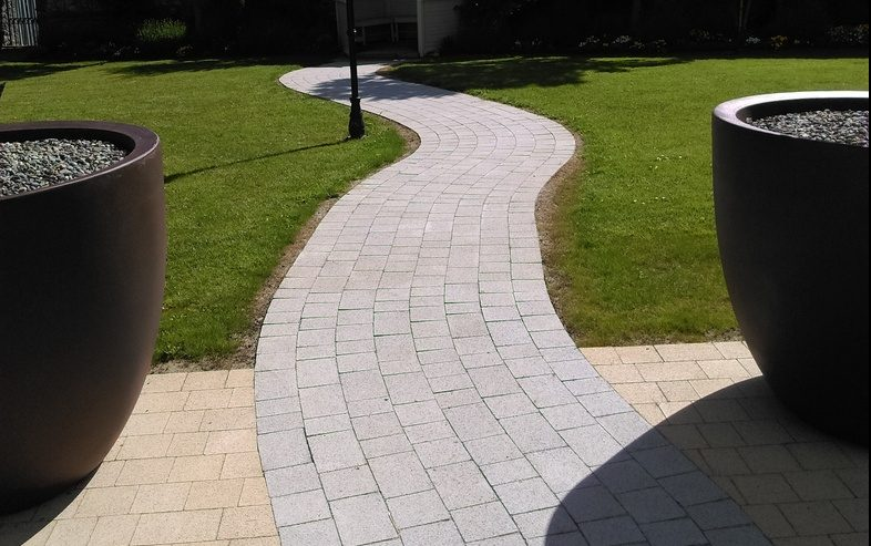 Hotel Kilkenny - Paving and Walling